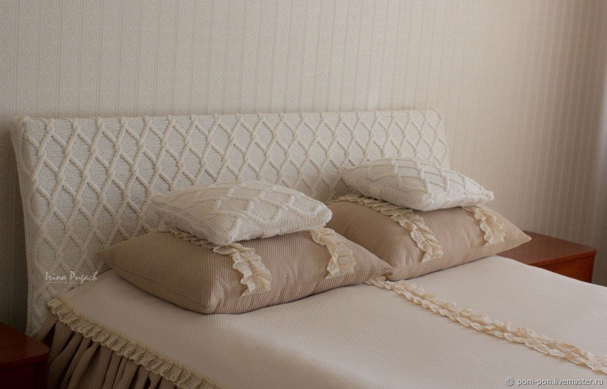 This yarn braid idea for covering your headboard is unique - and easy to DIY.
