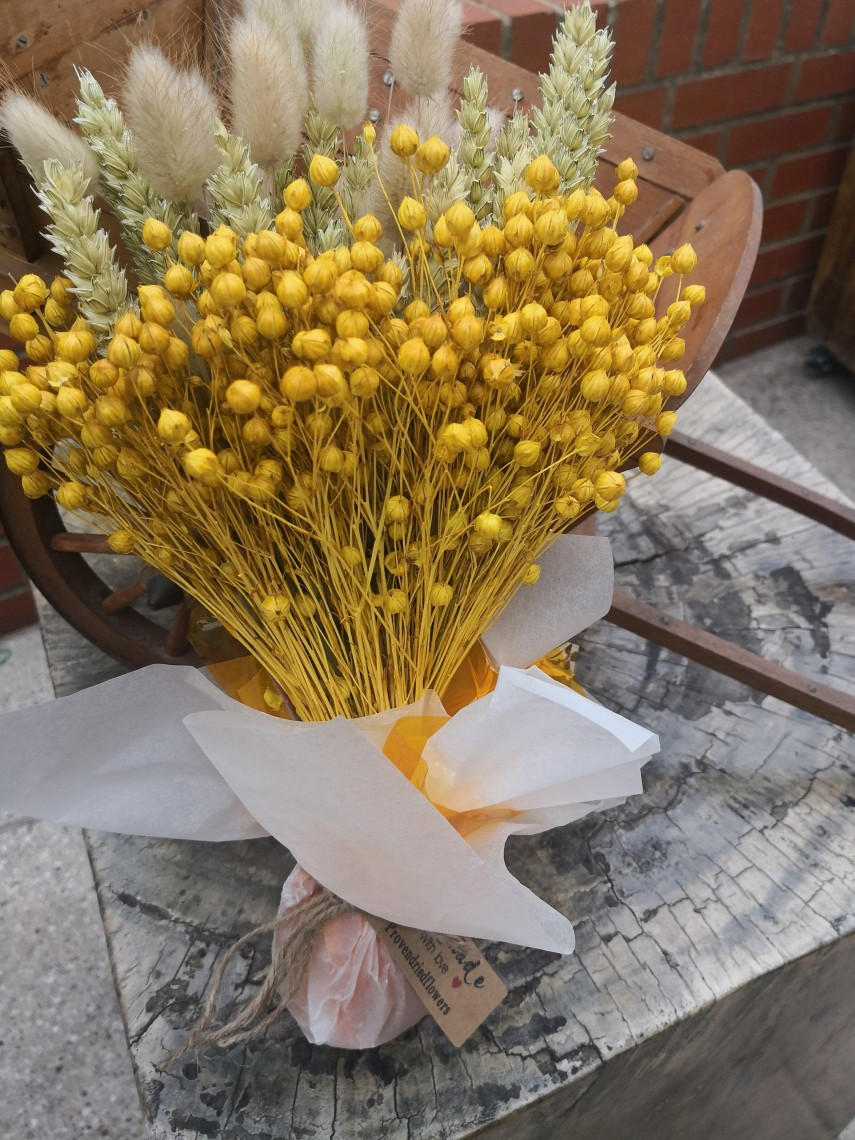 Beautiful yellow accents for faux bouquets