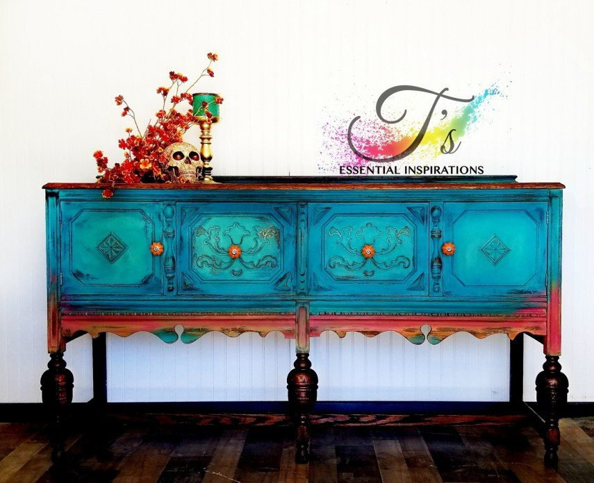 This inspiring pieces uses bold color combinations - and it works!