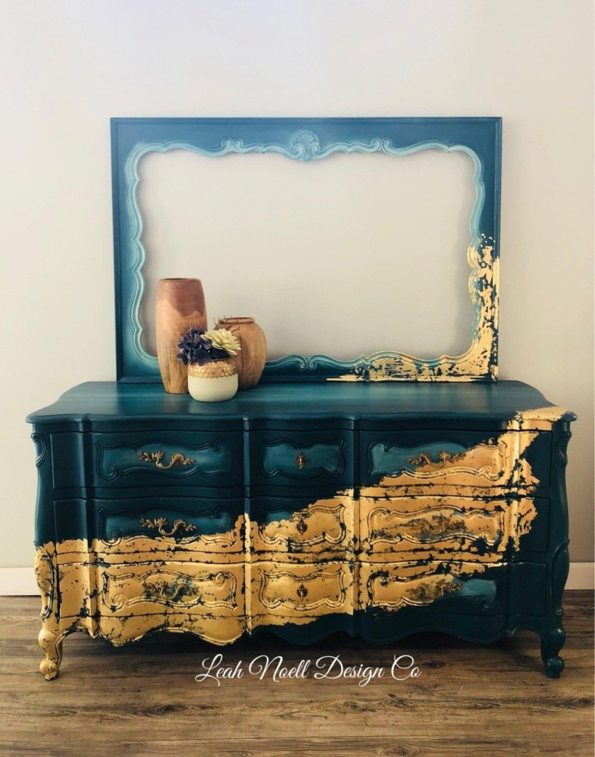 What a stunning piece with gold on blended blue