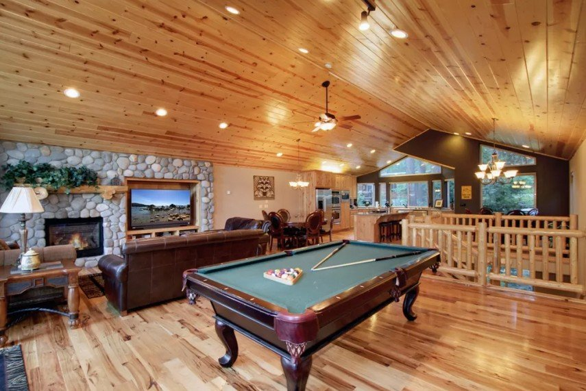 A rustic room is a great pool table decor