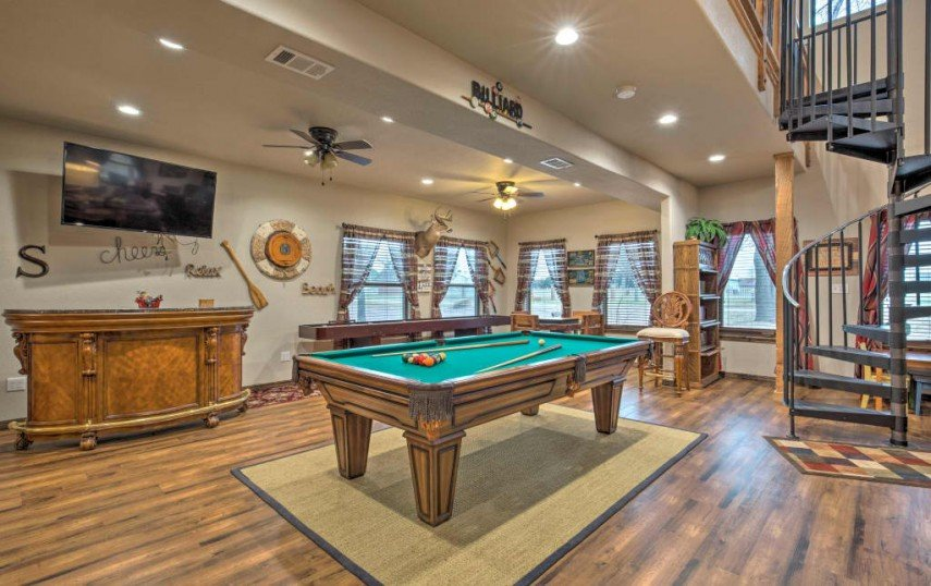 Your billiards room can have an elegant decor