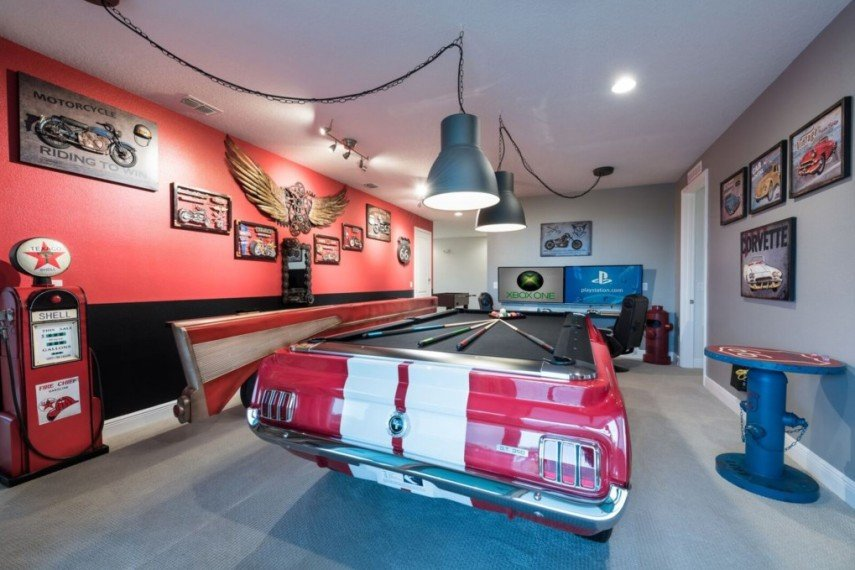 Use an old car bottom to build a custom pool table