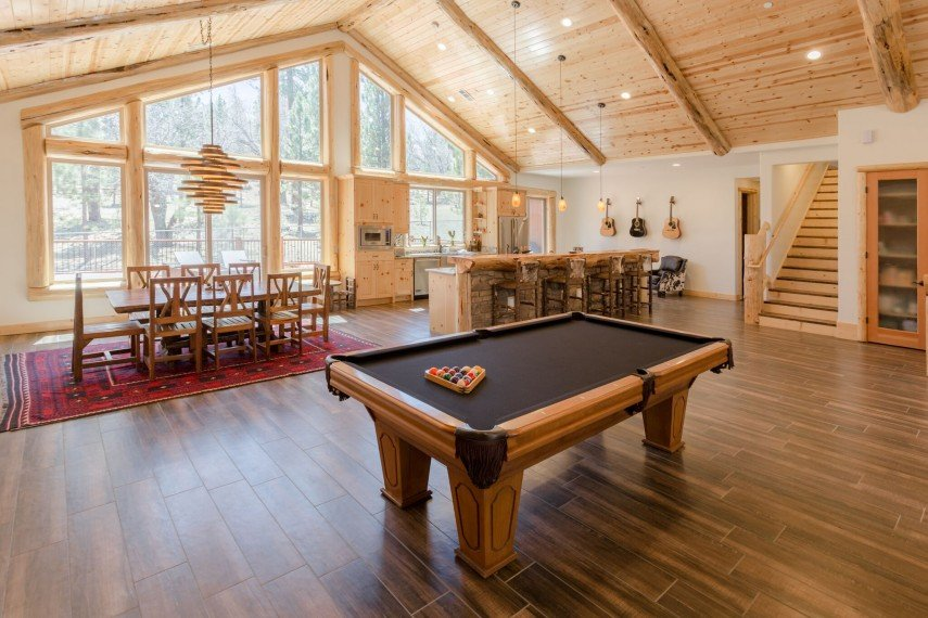 An open and airy decor calls for a lot of space around your pool table