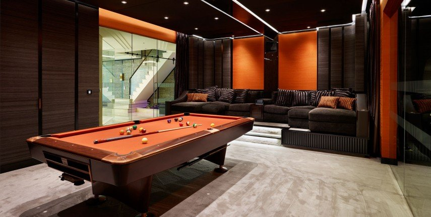 Orange might be one of the rarest colors in pool room design