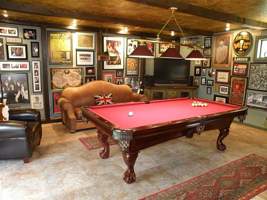 A British decor themed billiards room - brilliant!