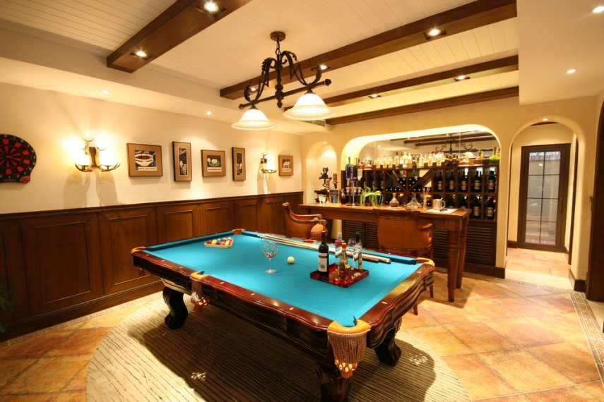 Having a bar really makes a pool room inviting - you don't have to actually play pool to enjoy it