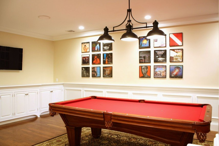 Keeping your pool table room simple is also a design choice