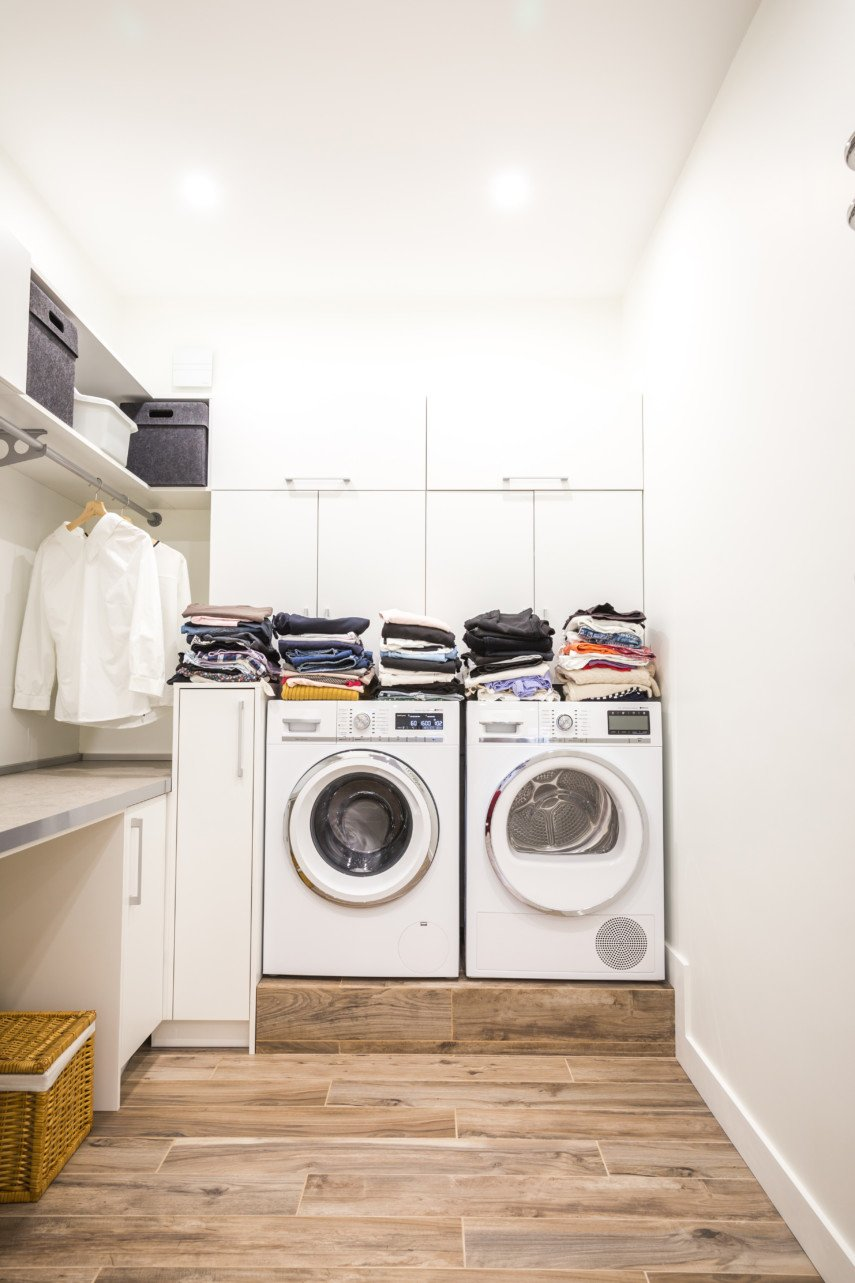 Small spaces layout idea for L-shaped laundry room