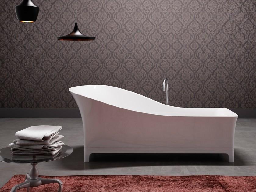 Asymmetrical bathtub