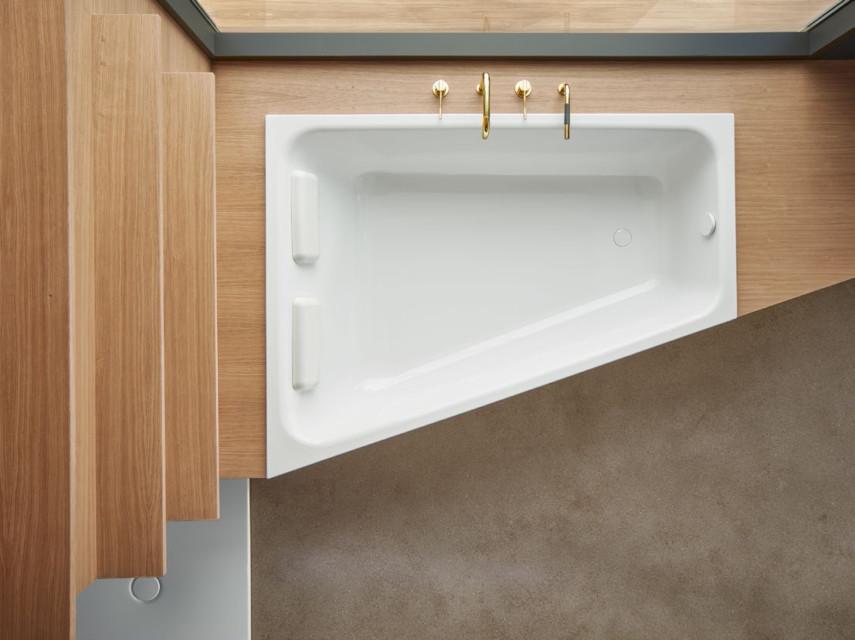 Trapezoid shape bathtub