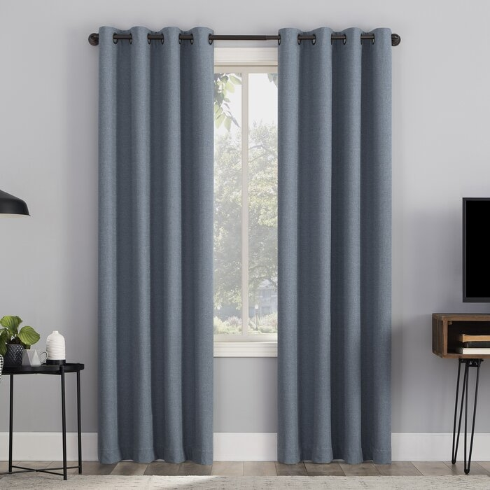 Insulating type curtains